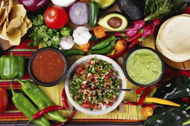 MÉXICO, México.- En medio de lechugas, nopales y otros cultivos, un grupo de reconocidos chefs internacionales se reunió al sur de Ciudad de México y desde