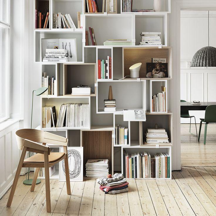 Would love these shelves at the Cabin! Stacked hyllesystem fra Muuto, designet av JDS Architects, er et reolsystem med moduler i tre ulike størrelser. Du kan designe din egen hylle ved å settes sammen de ulike modulene p&aring
