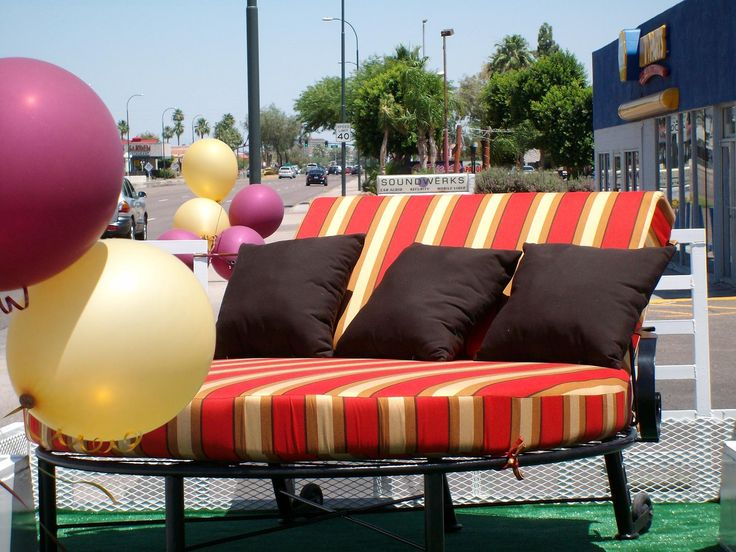 Outdoor Furniture Round Double Chaise Lounge Chair.