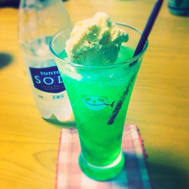 メロンソーダが大好きで家でも飲みたかったので(⑅´•⌔•`)*✲゚*。 - 18件のもぐもぐ - クリームソーダ by こなつ