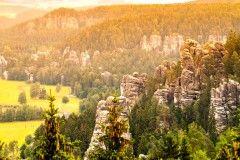 Objevujte skalní města Adršpachu po celou sezonu 2017! Až 6 dní pro rodiny a aktivní turisty s polopenzí v…