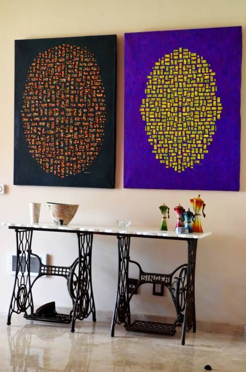 A little art in the living room always spices up things. here choosen by Erika Winters Design