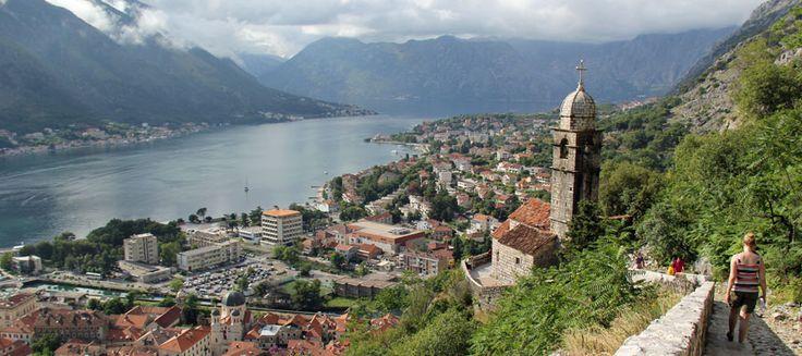 Montenegro on mykistävän kaunis. Vehreitä vuoria, joiden rinteillä serpentiinitiet mutkittelevat. Kirkkaan sinisenä ja turkoosina välkehtivä meri.
