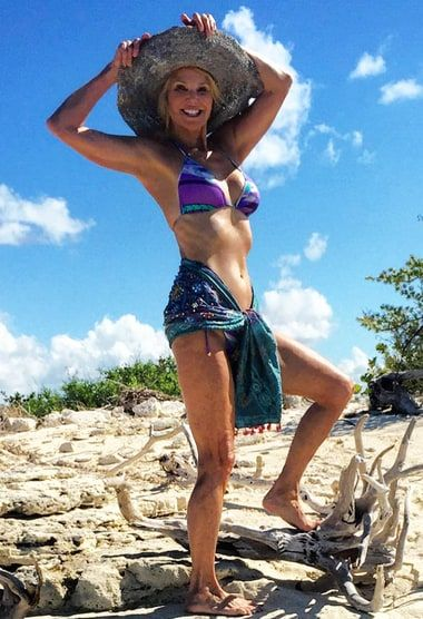 Christie Brinkley, 61, Looks Incredible In a Bikini - Us Weekly