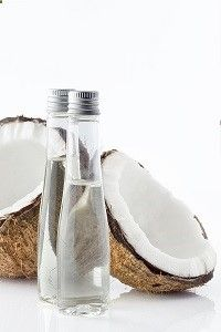coconut oil for yeast infections While coconut oil contains powerful antibacterial fatty acids like lauric acid, these fatty building blocks are most effective when released through the digestive process. Once the fats in coconut oil are broken down into fatty acids, they can act against harmful bacteria and yeast.
