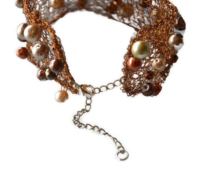 Lavorato a mano gioielli. Collana marrone fatta a forma di fili di rame per gioielli e perle. Fine, delicato, pizzo, collana elegante e alla moda.  Collana - rame marrone a forma di fili con perle marrone argento, chiaro e scure - larghezza 1, 97, / 5 cm regolabile dimensioni   È aggiornato accessorio per qualsiasi visione moderna. Thе gioielli sono attraente packaging - pronto per il regalo