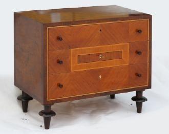 Dalarnas Auktionsbyrå AB Byrå med tre lådor, Art Deco, 1920/30-tal