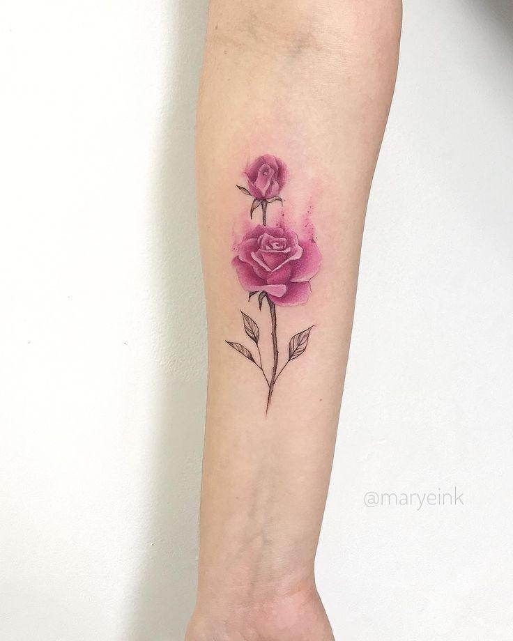 Tatuagem criada por Mary Ellen de João Pessoa.    Rosa colorida.