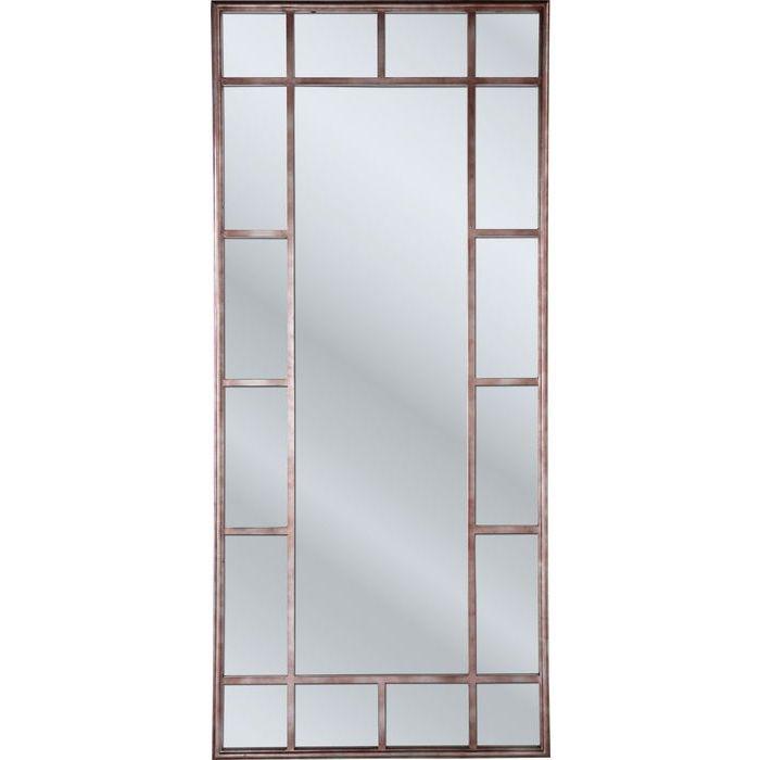 Et elegant speil med en rustikk stil. Dette stilige speilet har utseendet av et jernvindu, og er delt inn i ulike felt. Speilet vil gi hjemmet ditt en rustikk , moderne stil , samtidig som rommene vil se større ut enn de er. Rammen er laget av pulverlakkert jern gir speilet et antikk preg.  Mål: H 200 x B 90 cm Materiale: stål pulverlakkert og speilglass