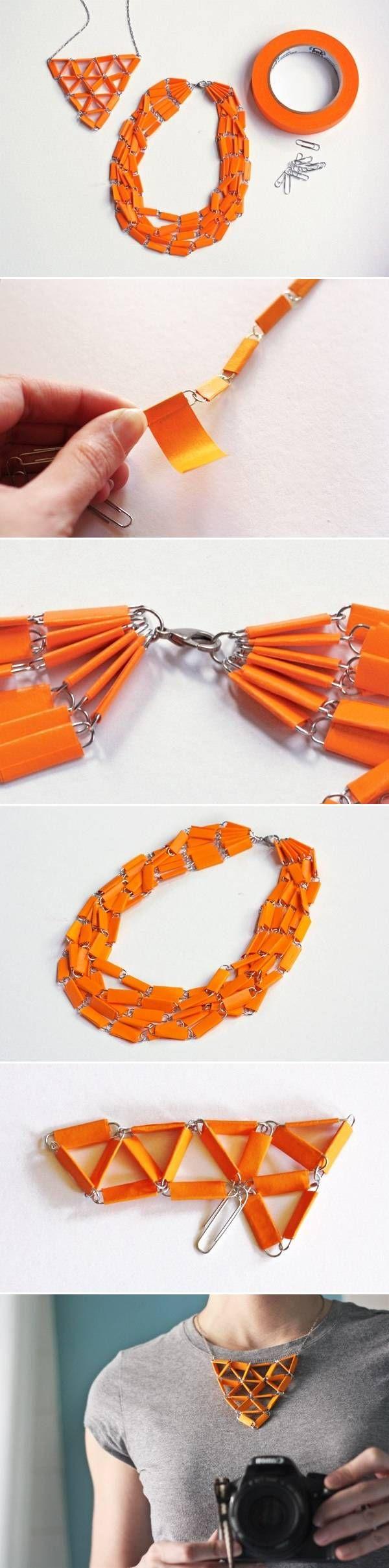 Los elementos usados los tenemos en casa: unos clips metálicos, una cadena y washi tape. El resultado un collar de lo mas resulton para ser la mas cool de la ofi
