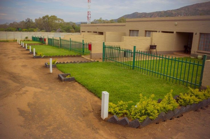 Rusties Lodge close to Rustenburg offers a selection of Bachelor and 4-Sleeper Self-Catering Units with DSTV, bar on site and laundry facilities.