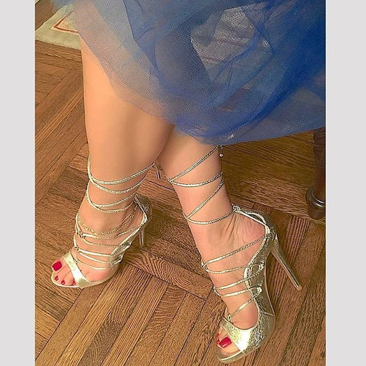 You can be an absolute woman and also be smart and tough and not lose your femininity💙💎❤️! #feminine #instamood #revelation #moments #instamood #silver #red #power #elegance #feet #legs #arch #pedicure #toes #fashionista #heels #shoegasm #shoeporn  #sensual #woman #style #chic  #instabeauty #instafeet #instapic #instafeet #snakeskin #leather #closeup #fab