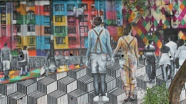 Em cores fortes, Kobra tenta resgatar memórias de São Paulo. A obra está localizada na rua Cardeal Arcoverde com rua Henrique Schaumann