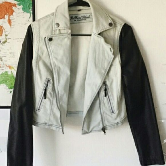 Bullhead jean jacket -jean jacket with leather sleeves -size; xsmall/small -true to size -no stains, no tears, no oder Bullhead Jackets & Coats Jean Jackets