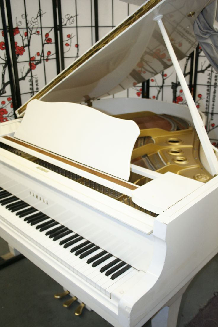 "White Gloss Yamaha Baby Grand G1 5'3"" 1989 Excellent in & out! $5,900."
