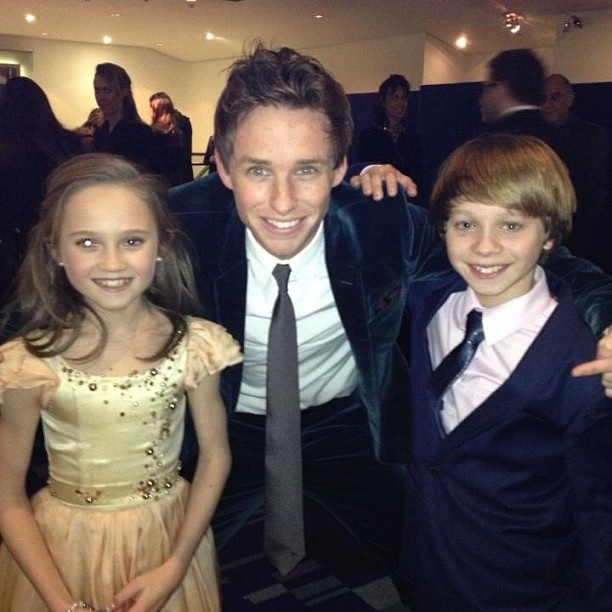 Eddie Redmayne with Daniel Huttlestone and Isabelle Allen.   Yes, there is my husband with our kids.... hmmm.... someday....