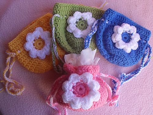 Free ravelry Download. Ravelry: Small Flower Gift Bag pattern by CGW JoanitaTheron