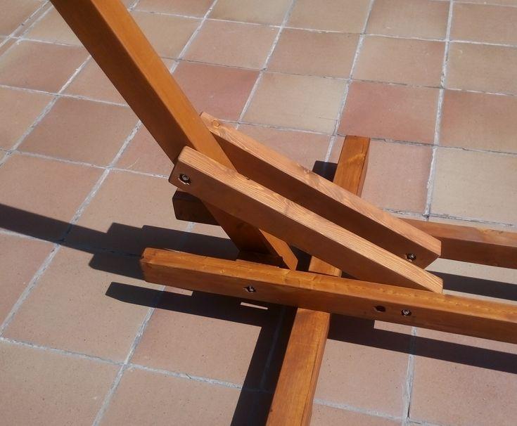 Llega el verano y le he preparado a mi mujer un soporte para una hamaca de madera.  Lo he trabajado un poco y está protegido para el exterior.   1.- Cortamos 2 listones de 67x67 en 2 piezas de 180cm (soportes) y y el tercero en 2 piezas de 100cm (patas). De 2 listones de 44x67 sacamos 4 piezas de 1...