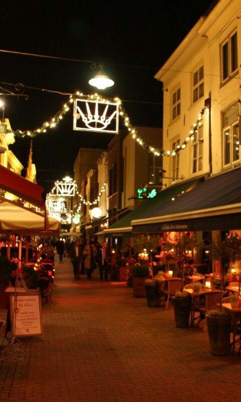 De restaurant straat van Den Bosch, by night.(Korte Putstraat).