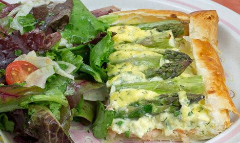 Spring is the season of asparagus in Sweden. Food writer John Duxbury shares his favourite recipe for a delicious spring tart with smoked salmon with The Local.