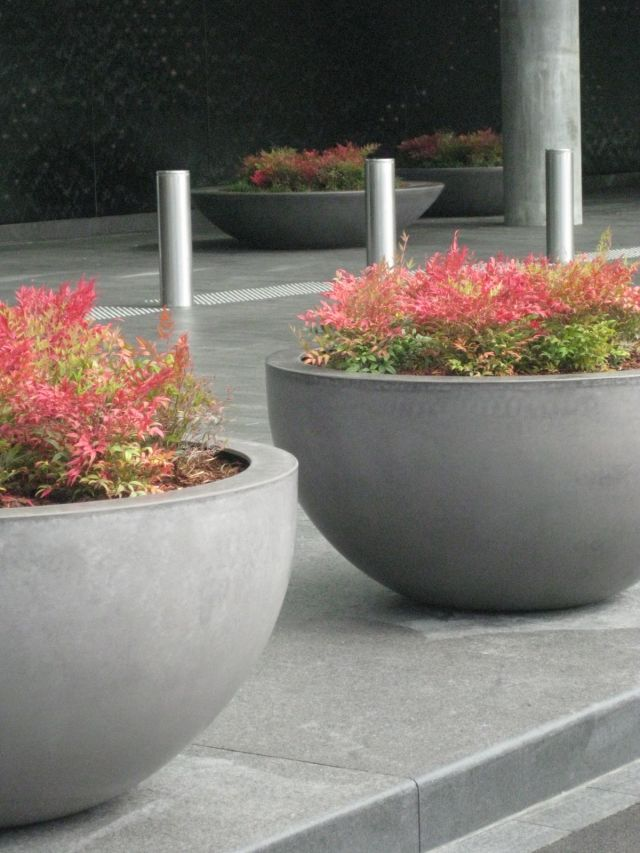 Quatro's 1200 Designer Bowl is suitable for use as a planter or as a water-feature