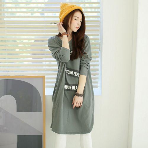 Korean [StyleGal] Patch Loose Long Dress http://www.koreabuys.com/product/product_view.html?seq=18013 Dress berpotongan longgar yang menciptakan siluet feminin. Ditail Patch nya berkesan segar dan merampingkan tubuh.