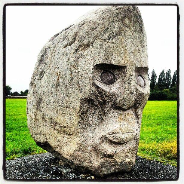 Jeder Mensch ist ein Künstler  EVERY HUMAN BEING IS AN ARTIST   Joseph Beuys