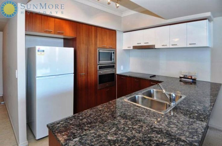 At the Gold Coast, Sunmore Holidays offers you 2 or 3 bedroom private apartments that have elegant furnishings, dining facilities, full kitchen, master en-suite and air conditioning.