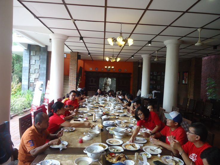 Lunch the massive and Telkomsel at Tiga Dapoer Batavia