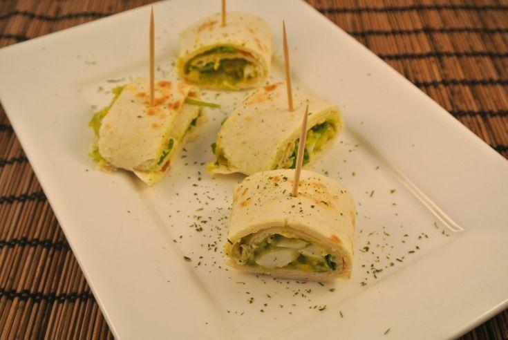 Een lekkere wrap met een zelfgemaakte avocado salade met ei. Serveer deze wrap als een uitgebreide lunch of als een borrelhapje in de avond.