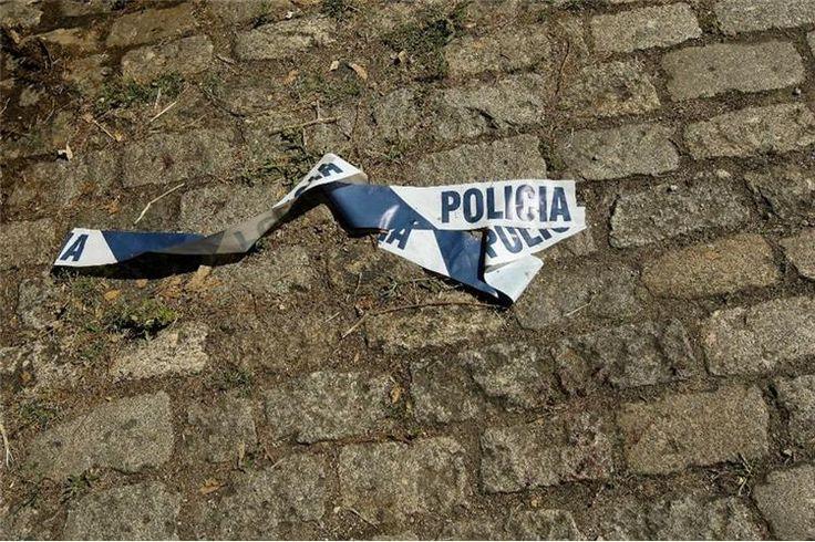 Um homem de 82 anos foi encontrado morto no interior da residência, este sábado, suspeitando-se que tenha sido vítima de assalto, no Cacém, em Sintra.