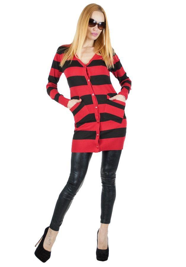 Pulover Dama Simple Stripes  Pulover dama lung, din material fin, ce poate fi purtat atat in sezonul cald cat si in cel rece. Se inchide cu nasturi. Material elastic si poate fi purtat cu usurinta de mai multe tipuri de silueta.  Detaliu - buzunare in fata.     Lungime: 76cm  Latime talie: 35cm  Compozitie: 25%Lana, 15%Lycra, 60%Acryl
