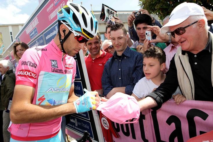Cordenons, 14 maggio 2013 – La decima tappa del Giro d'Italia 2013, Cordenons – Altopiano del Montasio (167 km) è il primo vero arrivo in salita di questa edizione: attesi tutti i big della classifica generale.