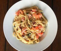 Deze heerlijke romige spaghetti à la carbonara voor 1 persoon staat in een handomdraai op tafel. De perfecte makkelijke maaltijd voor een doordeweekse dag.