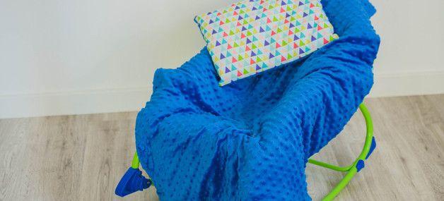 Zestaw do łóżeczka niemowlęcego w promocyjnej cenie, składający się z: - kocyk, - poduszeczka.   Niezwykle ciepły i mięciutki dwustronny kocyk w wersji light (bez wypełnienia) i poduszeczka. Z...
