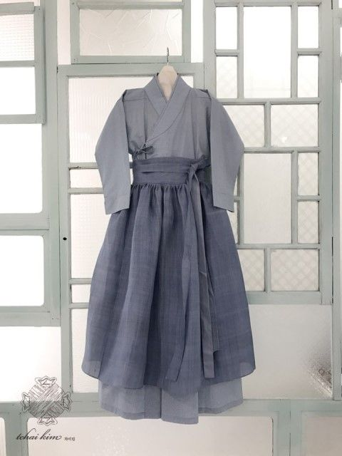 차이킴, Tchaikim @Kyulcs for more Korean hanbok.