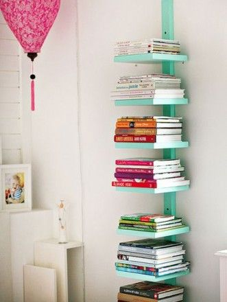 DIY Bookshelf - Nice idea. Would look untidy though, if the books are all different sizes and colours and shapes. My OCD would kill me.