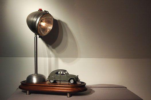 Citroen2CV tutkunlarının belki de arabadan daha çok sevecekleri masa lambası | Ulugöl Otomotiv Citroen sayfası: http://www.ulugol.com.tr/Citroen.aspx