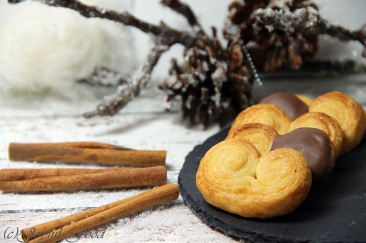 Schweinsöhrchen aus Blätterteig. Ein super schnelles und einfaches Rezept, das nicht nur in der Weihnachtszeit total gut schmeckt.
