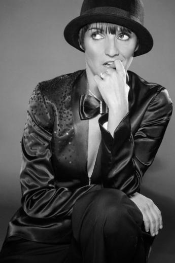 En mai 2009, Florence Foresti présente un nouveau spectacle, qui parle de la maternité : Mother Fucker. En tournée en France, au Palace à Paris à partir de septembre 2009, elle joue au Palais des sports de Paris de mars à avril 2011. Le spectacle est sacré « meilleur one-man-show » au Globes de Cristal 2010.  #FlorenceForesti #Humoriste