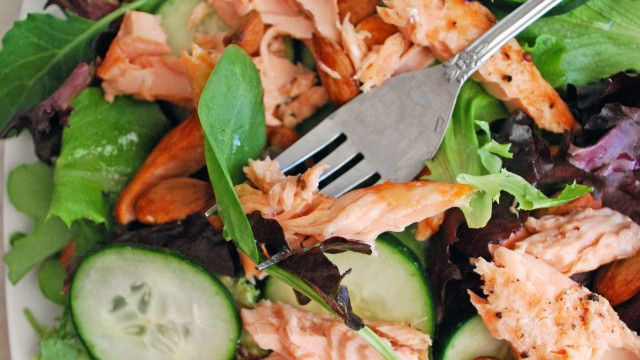 POWER APPETIZER: SALMON ON THE GREENS