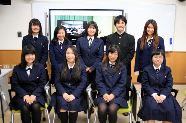 テレビ会議システムを使ってモンゴルの高校生と交流している名古屋大付属高校の生徒たち=名古屋市千種区の同校 ▼23Apr2014朝日新聞|「和式」で学ぶモンゴル高校 目標は日本への進学 http://t.asahi.com/ek2s #High_school_students #Nagoya