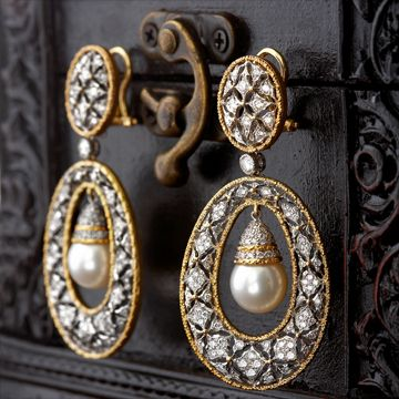 Gorgeous Buccellati pearl and diamond earrings! <3