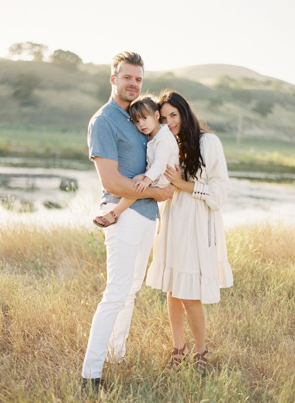 Classic and timeless outfit inspiration for your family session. Love the neutral tones and blue and cream together.