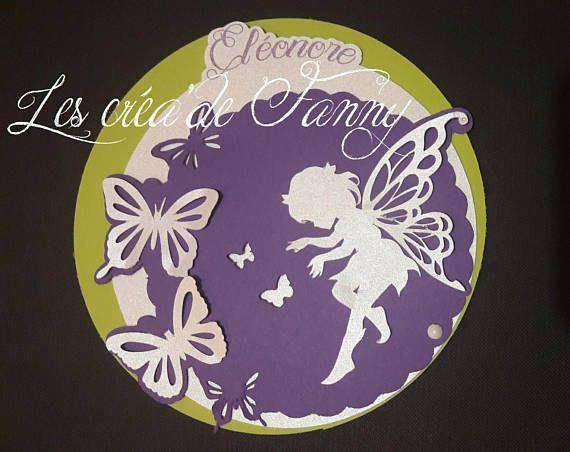 faire part naissance et/ou baptême fée et papillon Le faire part ce compose: -1 disque violet avec découpe de papillons et fée blanche irisée - 1 disque blanc irisé avec le prénom et lemplacement dune photo ou dun texte - 1 disque vert anis avec texte Le prix comprend le