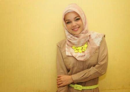Model Hijab Dewi Sandra , Pemeran Hanna CHSI | Wow Kece Badai !