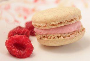 Macarons cu vanilie si crema de zmeura - Vanilla macarons with raspberries cream