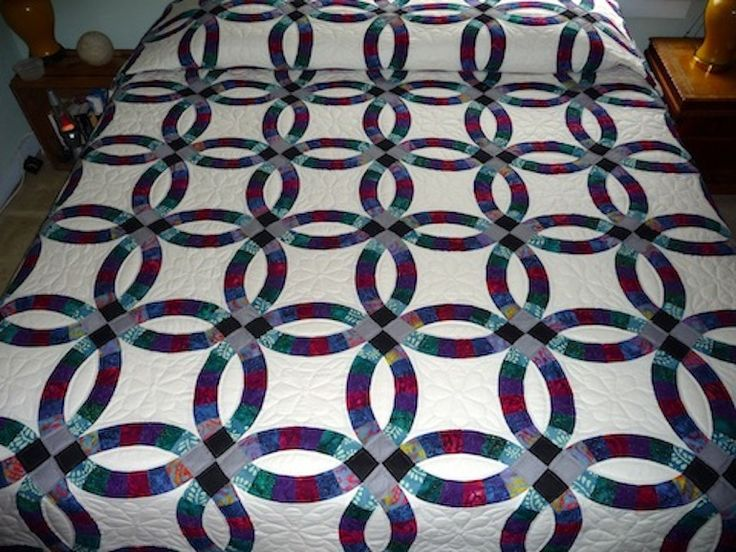 Straight edge double wedding ring quilt for sale