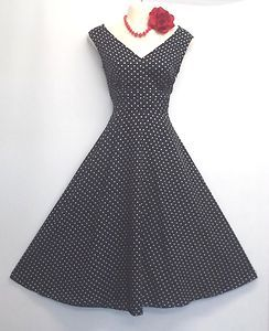 There's  nothing like a 50s dress!!!