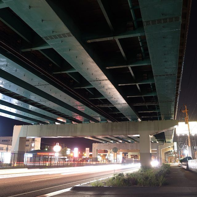 Instagram【takashi__kasai】さんの写真をピンしています。 《ふと気がつくと福岡は他県に比べて鉄製品が多い。 土地柄ですね。  #都市高速#3号線#三脚 #いまいち#夜景#福岡市 #製鉄#福岡カメラ部》